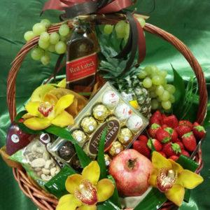 Кошници с цветя и продукти