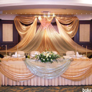 Украса на младоженска маса