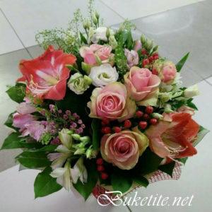 Букет с рози, амаралис, лизиантуси и добавки