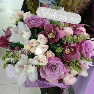 Букет с рози, орхидеи и добавки B054
