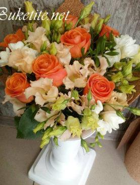 Букет с рози, лизиантуси,  астромелии и добавки B055