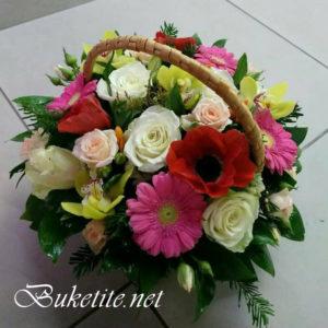 Кошница с рози, орхидеи, гербери и добавки