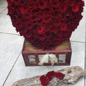 фигури -сърце от рози 360 лв