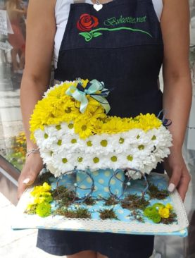Бебешка количка от цветя VI007