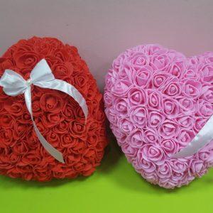 Сърце от изкуствени рози